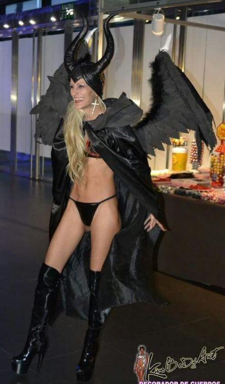 Estefani tarrago y siona gold show lesbico en seb 2017 10